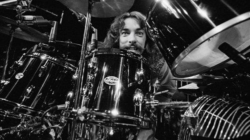 A morte do baterista Neil Peart, o porQUÊ do rock, e sua (DES)influência.